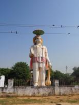 Statut en l'honneur du dieu singe sur la route de Delhi à Jaipur