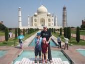 La pose obligatoire devant l'édifice le plus célèbre d'Inde