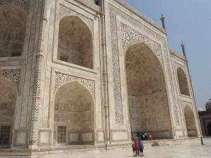 L'imposant Taj Mahal de marbre blanc