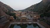 Le Temple des singes. Temple rempli de milliers de singes