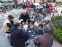 Hanoï - Partie de cartes dans le parc