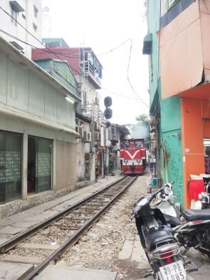 Hanoï - la rue du train / train Hanoï-Sapa
