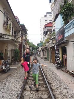 Hanoï - la rue du train