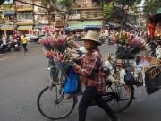 Hanoï - Commerce des 36 rues, la vendeuse de fleur