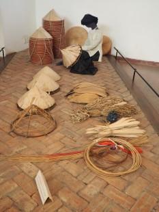 Hanoï - Musée d'ethnologie, fabrication de chapeau