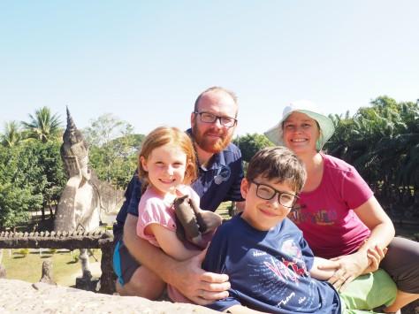 Vientiane - Bouddha park - Photo de famille en haut du dôme